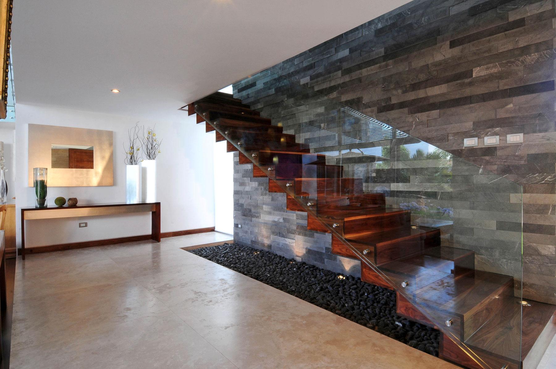 ищете фотоловушку лестница в доме дерево с камнем фото чучела уток
