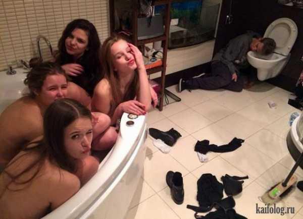 Негритянка принимает контрастный душ (20 фотографий)